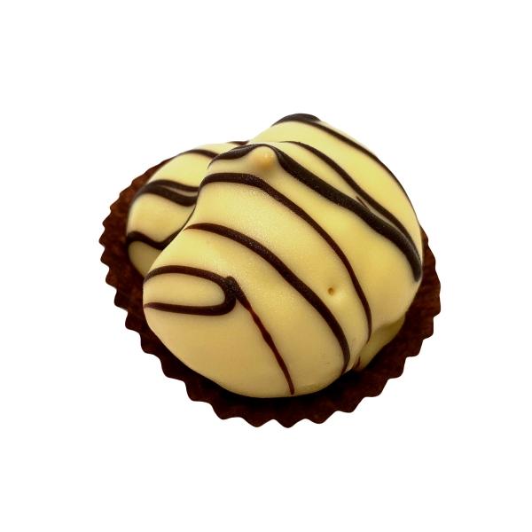 Мини еклер с пълнеж от баварски крем и заливка от бял шоколад