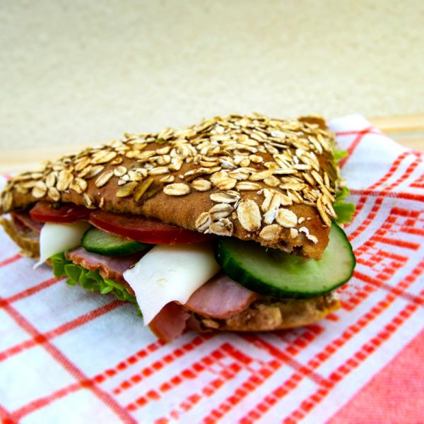 Сандвич с шунка и моцарела